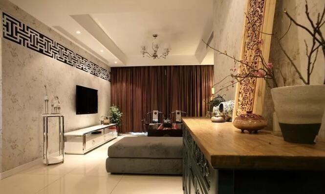 中式风格三室两厅装修案例,客厅电视墙镂空装饰很亮眼