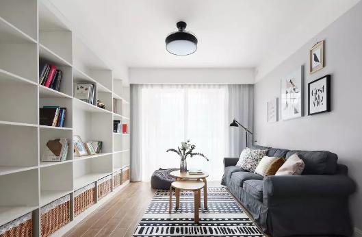 北欧风格新房装修效果图,客厅电视墙安装大量储物柜美观实用