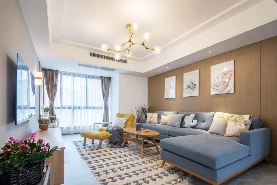 120平现代简约风三居室案例,白、灰、木色打造优雅自然空间