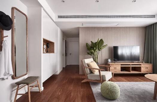100平米日式风格装修效果图,客厅木饰面电视墙很亮眼