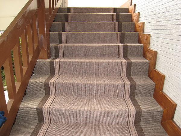 楼梯铺什么材质的地毯好,楼梯地毯怎么固定