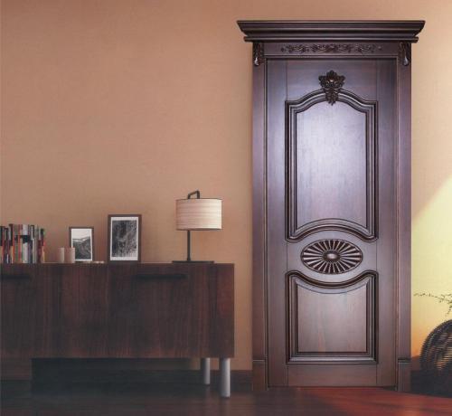 卧室选哪种门更加经济实惠?烤漆好还是免漆好?